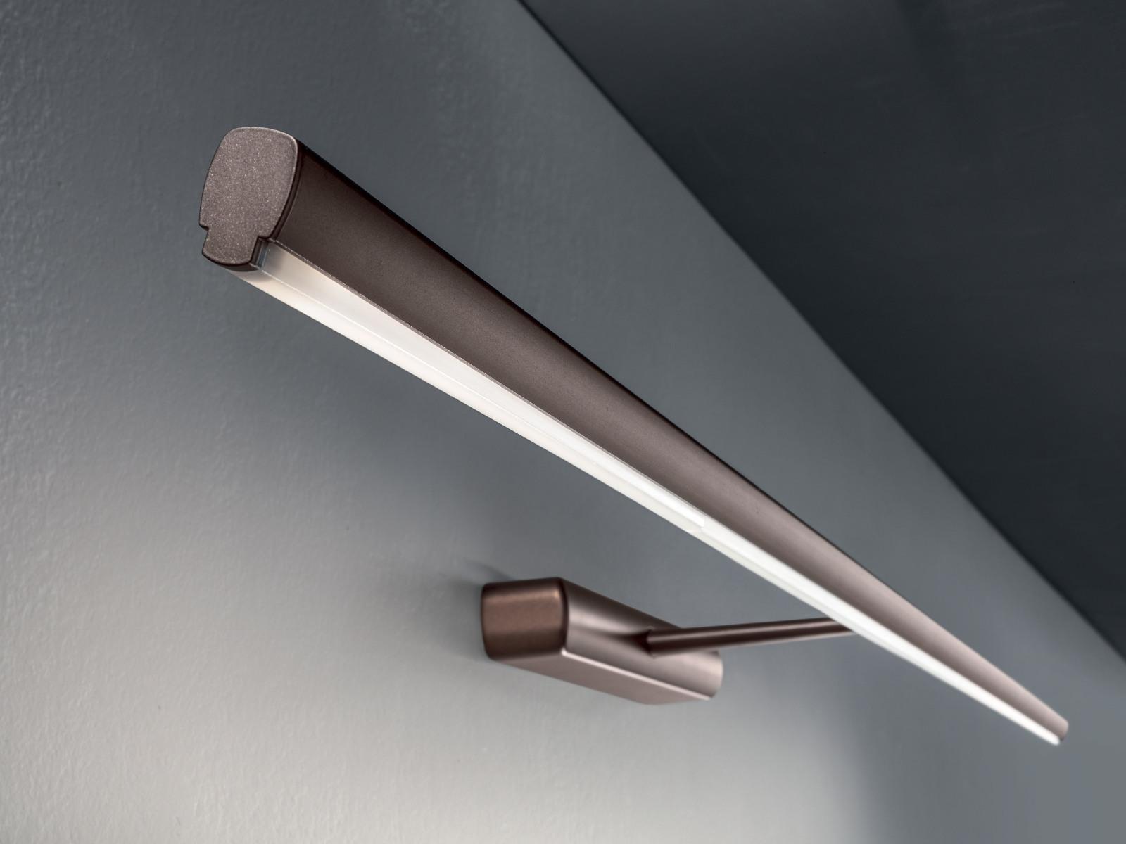 Wall lights: straight w linea light group