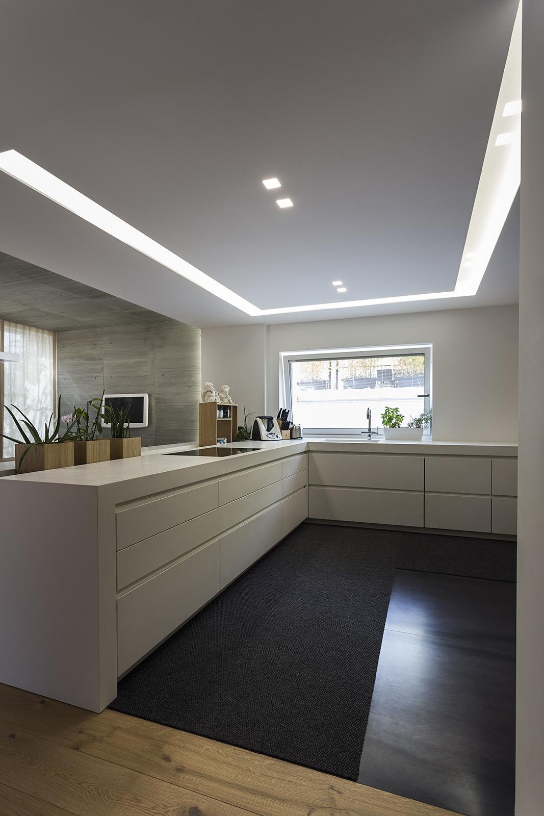 I nostri progetti villa privata a castelfranco veneto castelfranco veneto italia linea - Illuminazione per cucina moderna ...